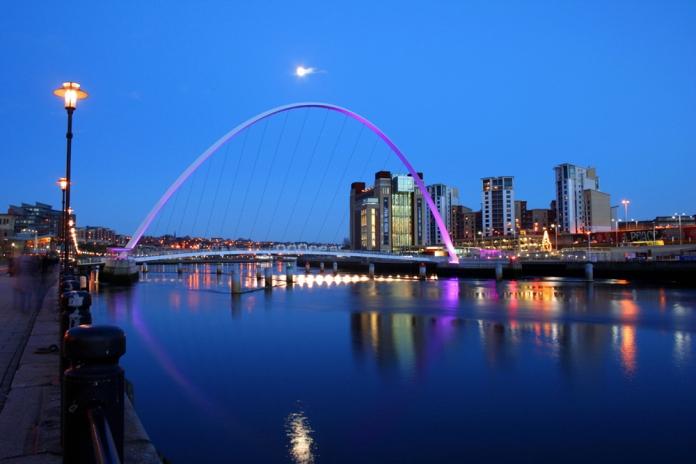 Gateshead_millenium_bridge_2006